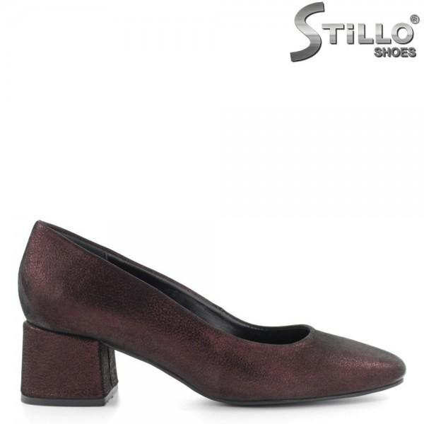 Pantofi pe toc mediu, din piele perlata bordo - 29247