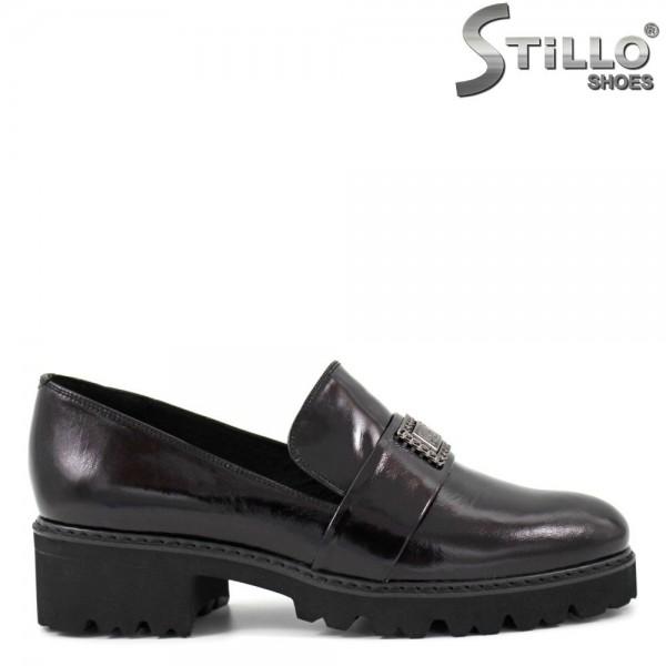 Pantofi cu talpa groasa cu striatii, din lac natural - 29281
