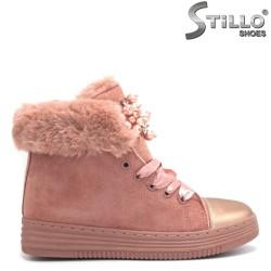 Ghete din velur de culoare roz cu blana pe interior si cu sireturi din saten - 29357