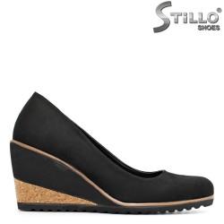 Pantofi cu platformă de plută, din velur negru - 29366