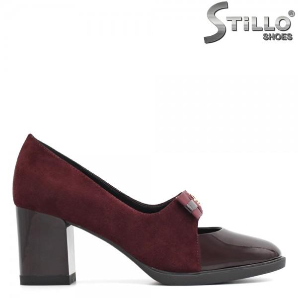 Pantofi in combinatie de lac bordo si velur, pe toc mediu - 29447