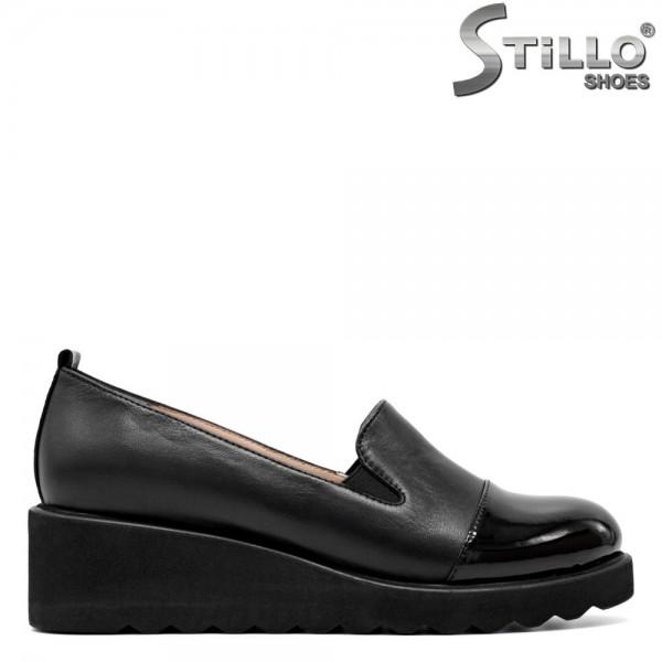 Pantofi de dama din piele naturala si lac de culoare neagra- 29588