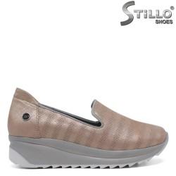 Pantofi tip sport  de culoare roz  pe platforma - 30310