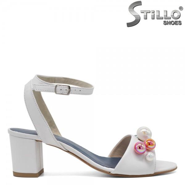 Sandale de dama albe din piele cu perle colorate - 30348