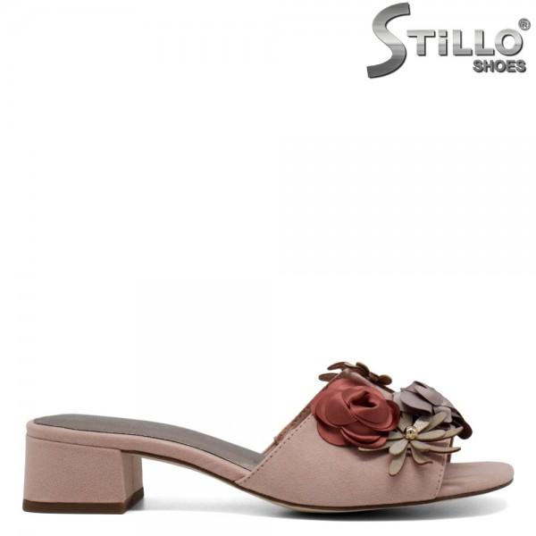 Papuci din velur roz cu accesorii florale - 30381