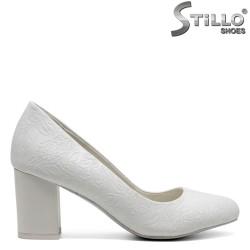 Pantofi eleganti de culoare alb cu toc mijlociu - 30414