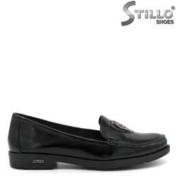 Pantofi de dama din lac de culoare negru si cu accesor metalic - 30421