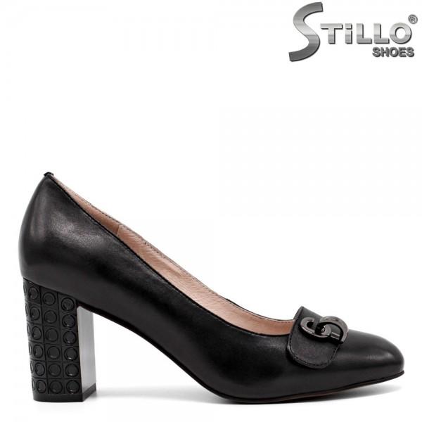 Pantofi cu toc inalt si reliefat - 30443