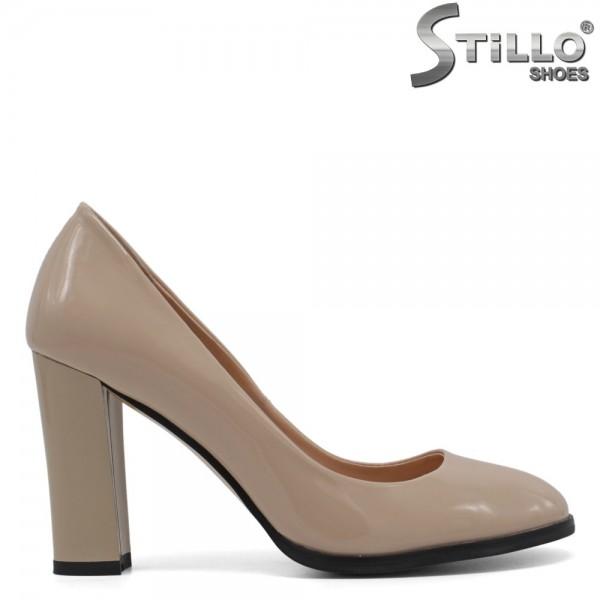Pantofi de dama din lac de culloare bej - 30450