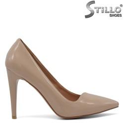 Pantofi cu varf ascutit din lac de culoare bej si cu toc inalt - 30457
