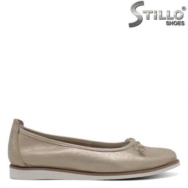 Pantofi din piele naturala de culoare aurii-30500