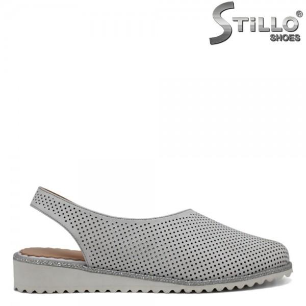 Pantofi de culoare alb cu perforatie - 30549