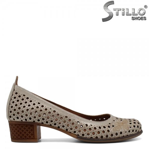 Pantofi de dama aurii cu perforatie si toc mic - 30552