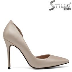 Pantofi cu varful ascutit de culoare auriu cu toc inalt - 30571