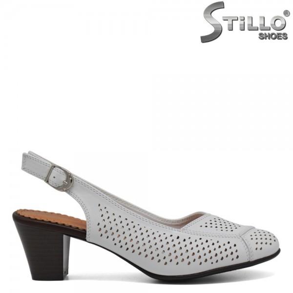 Pantofi albi cu calcaiul descoperit si cu perforatie - 30597