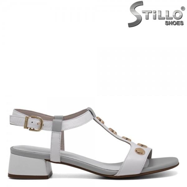 Sandale albe cu capse aurii si toc mic - 30605