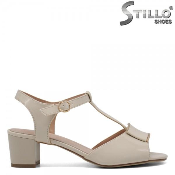 Sandale dama din lac de culoare bej cu toc mijlociu- 30651