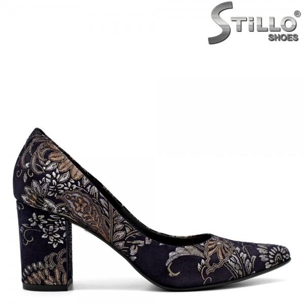 Pantofi ascutiti din velur cu motive florale - 31222