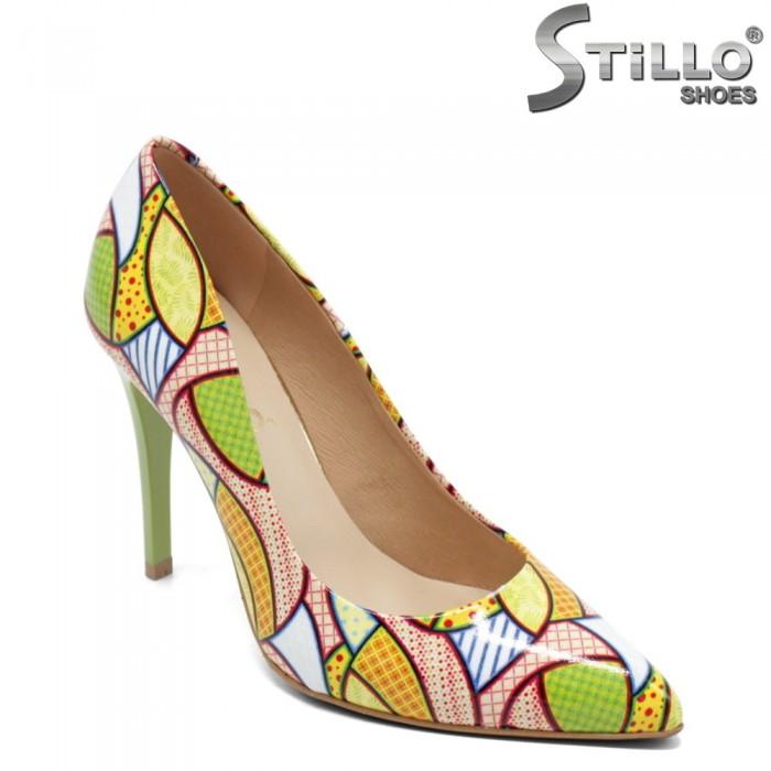 Pantofi dama din lac naturala cu motive colorate - 32438