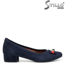 Pantofi dama cu toc jos din velur de culoare albastru - 32563