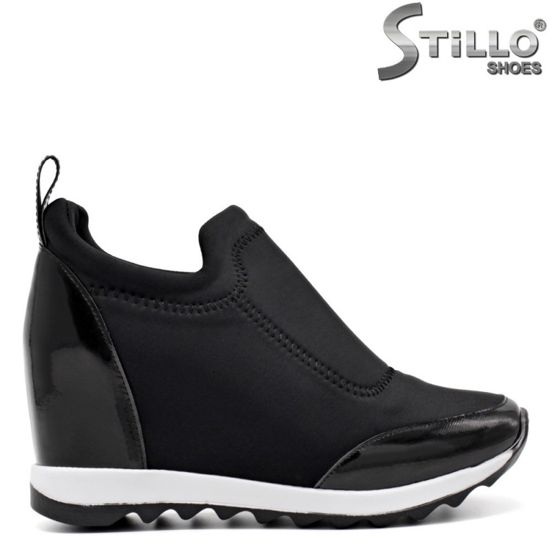 Pantofi cu platforma si din lac - 32578