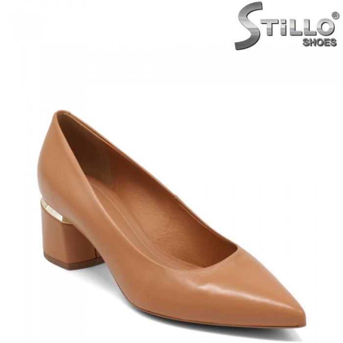 Pantofi dama de culoare camel cu toc mijlociu si cu margine metalica - 32686