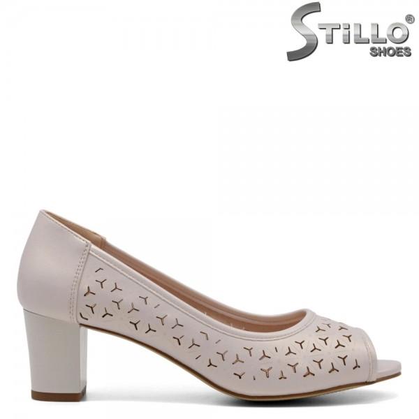 Pantofi dama cu toc mijlociu de culoare bej perlat - 32709