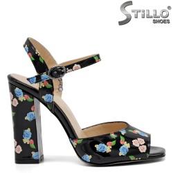 Sandale dama din lac natural cu desen floral - 32746