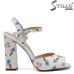 Sandale albe cu desen floral - 32748
