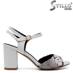 Sandale dama din piele tip sarpe de culoare alb - 33122