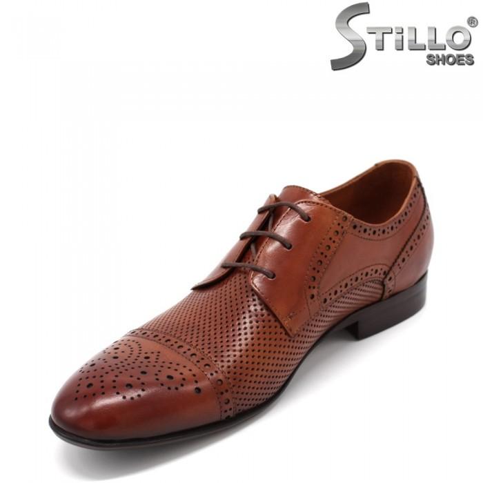 Pantofi barbati maron cu perforatie - 33142