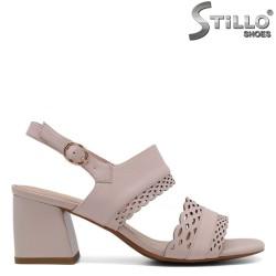 Sandale dama de culoare roz cu toc mijlociu - 33150