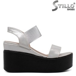 Sandale dama de culoare argintiu pe platforma - 33243