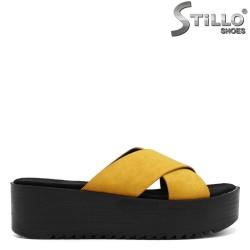 Papuci dama din velur de culoare galben pe platforma - 33252