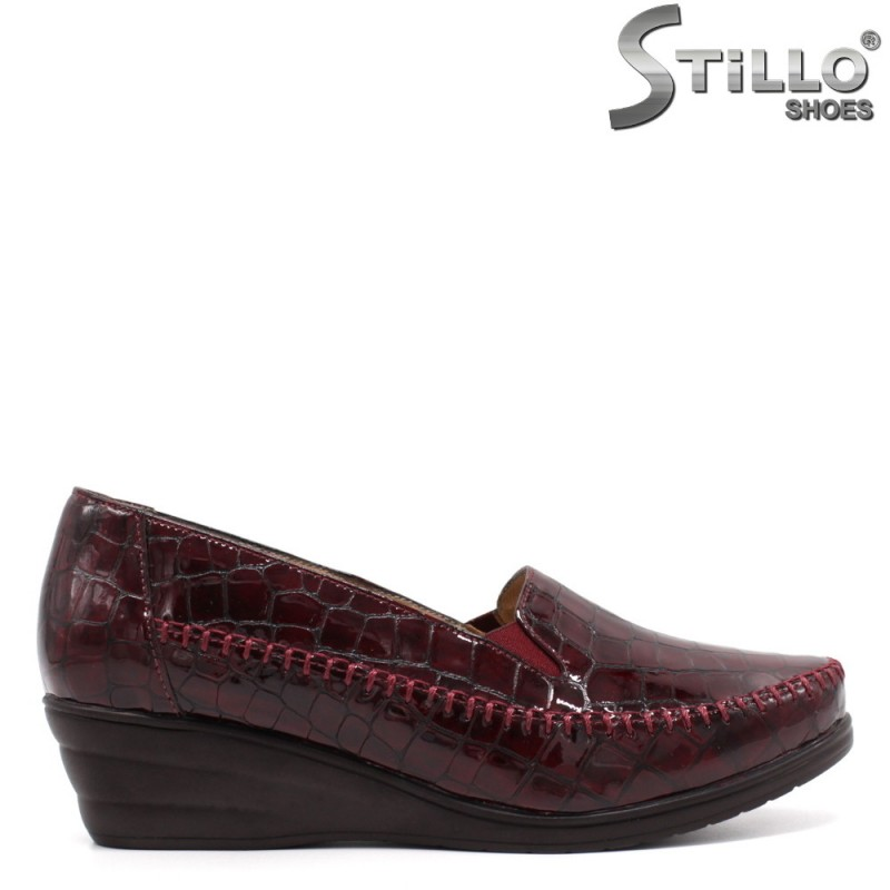 Pantofi dama din lac de de culoare bordeux - 33360