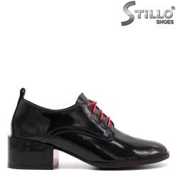 Pantofi dama din lac de culoare negru si cu sireturi de culoare rosu - 33454