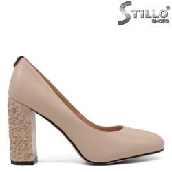 Pantofi dama din piele de culoare bej si cu toc inalt reliefat - 33488