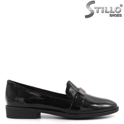 Pantofi dama din lac natural si accesoriu metalic - 33643