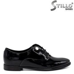 Pantofi dama din lac natural si cu sireturi - 33670