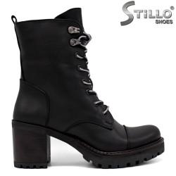Bocanci dama de culoare negru si cu sireturi gri - 34064