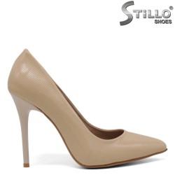 Pantofi dama de culoare bej din lac cu toc subtire - 34619
