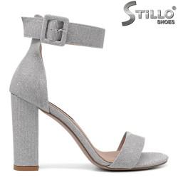 Sandale dama cu toc gros si de culoare argintiu cu brocat - 34720