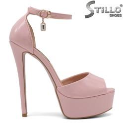 Sandale dama din lac cu partea din spate acoperita si de culoare roz - 34725