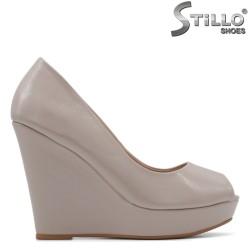 Pantofi dama cu platforma din lac culoare bej - 34820