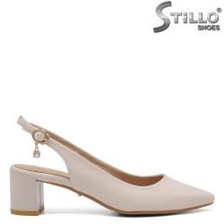 Pantofi dama cu toc mijlociu cu partea din spate decupata si  de culoare bej - 34946