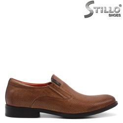 Pantofi barbati de culoare maron si cu perforatie decorativa - 34960