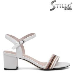 Sandale dama cu toc mijlociu din piele de culoare alb - 34968