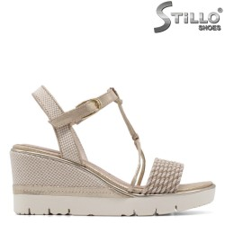 Sandale dama model  Tamaris de culoare aurii cu platforma  - 35057
