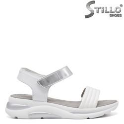 Tamaris sandale dama sport din piele de culoare alb si argintiu - 35106