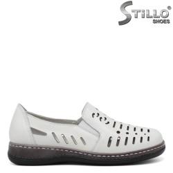 Pantofi dama din piele naturala de culoare alb si cu perforatie - 35301